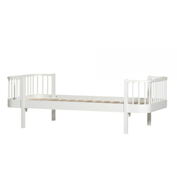 lit scandinave en bois massif design volutif oliver furniture. Black Bedroom Furniture Sets. Home Design Ideas