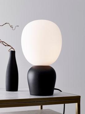 Lampe à poser en métal et verre opale