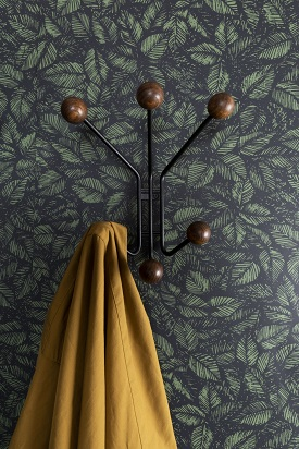 Patère en métal noir et bois couleur noyer